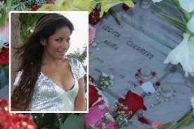 Fanáticos visitan la tumba de Edita Guerrero Neira por su cumpleaños