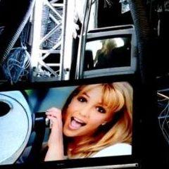 Britney Spears revela tercer adelanto de video Hold It Against Me