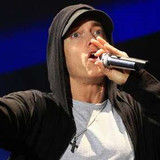 Eminem desata polémica con video de Space Bound