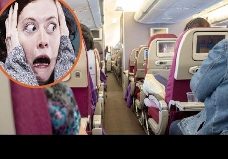 Lugares más sucios de un avión que tocas y no sabías