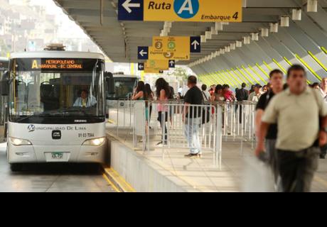 Metropolitano tendrá alza del pasaje y pasajeros se quejan mostrando su descontento