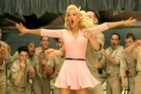 Christina Aguilera luce curvas en sexys y ajustadas prendas en The Voice