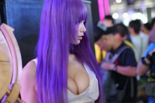 Sexy Athena de Saint Seiya fue expulsada de convención en China (Video)