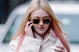 Dakota Fanning luce cabello rosado