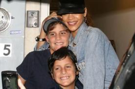 Rihanna se sacó fotos y firmó autógrafos para sus pequeños fans