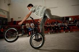 Video: Impresionante competencia de BMX Flat en Paraná, Argentina
