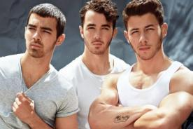 Jonas Brothers responden a rumores: La gente asume que somos gays