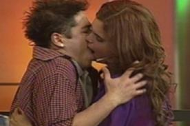 Bienvenida la tarde: Natalia Otero robó beso a ex 'Skándalo' - Video