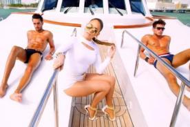 Jennifer Lopez se rodea de sexys hombres en video de 'I Luh Ya Papi'