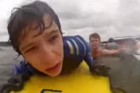 Inglaterra: Salvavidas rescata a niño en el mar - VIDEO