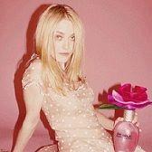 Dakota Fanning luce como sensual 'Lolita' en fotografía publicitaria de nueva fragancia
