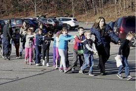 Matanza en Connecticut: Pánico y dolor tras el tiroteo en colegio de EEUU