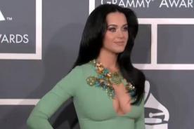 Katy Perry sorprende con atrevido escote en los Grammy 2013
