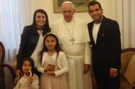 Carlos Tévez visitó con su familia al Papa Francisco