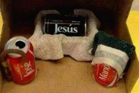Felices Fiestas: Creativo nacimiento con latas de Coca-Cola causa furor