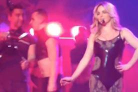 Britney Spears seduce a ex integrante de N'Sync en concierto - Video