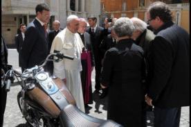 Papa Francisco sorprende al subastar Harley para obra de caridad