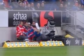 Bundesliga: Jugador del Hoffenheim se llevó por delante a un camarógrafo - VIDEO
