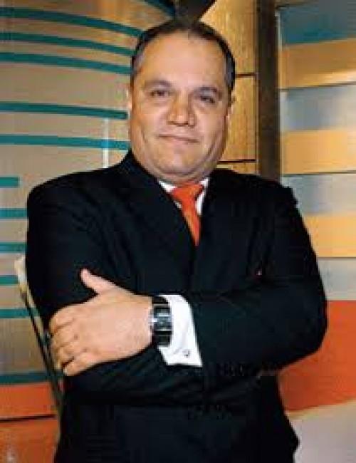 Mauricio diez Canseco conducirá programa por canal 5