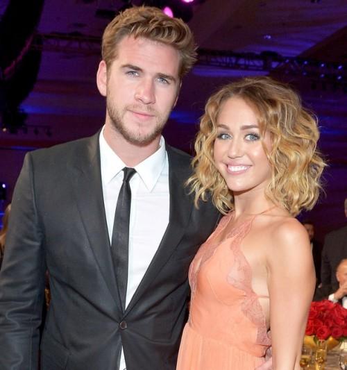Miley Cyrus y Liam Hemsworth cantan a dúo cancion de Justin Bieber