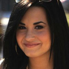 Demi Lovato felicita a Catherine Zeta-Jones por su decisión de ir a tratamiento
