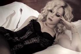 Avril Lavigne luce sexy lencería en video de 'Goodbye'