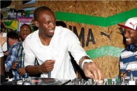 Usain Bolt celebra sus medallas de oro en Londres 2012 como DJ