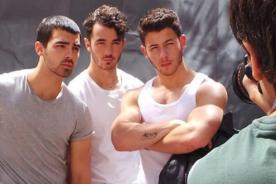 Jonas Brothers: Nick Jonas presume impresionantes músculos para revista gay