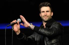 Hermano de Adam Levine causa furor en redes sociales