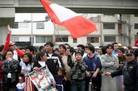 Perú vs Argentina: Hinchas apoyan desde muy temprano en la Videna (Video)