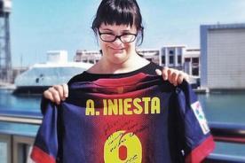 Barcelona: Andrés Iniesta cumple sueño de admiradora con síndrome de down
