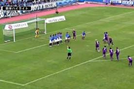 Japón: Peculiar manera de patear un tiro libre terminó en gol-VIDEO