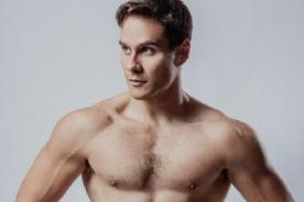 Miguel Arce luce sus músculos para fotos de Settimo Films