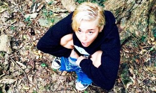 Instagram: Miley Cyrus comparte foto orinando en el campo