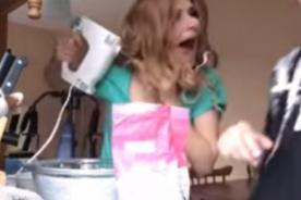 ¡Pasó el susto de su vida! Mujer enreda su cabello en una batidora [Video]