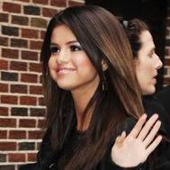 Selena Gomez llega a Nueva York para entrevista en Late Show with David Letterman
