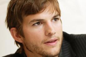 Ashton Kutcher renovó contrato en la nueva temporada de 'Two and a Half Men'