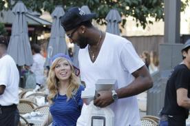 Jennette McCurdy enamorada de basquetbolista de más de dos metros - Fotos