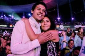 Viña 2014: Pareja se comprometió durante presentación de Carlos Vives
