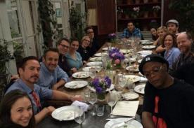 Robert Downey Jr. comparte foto con el elenco de Los Vengadores