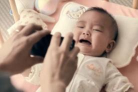 Este bebé nos recuerda que la tecnología no reemplaza al amor [Video]