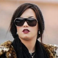 Video: Demi Lovato captada saliendo en Navidad con su familia