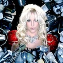 Britney Spears revela séptimo clip de Hold It Against Me