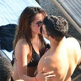 Joe Jonas y Dulce María tuvieron reencuentro cariñoso en playa mexicana