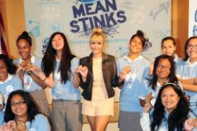 Demi Lovato es embajadora de una campaña anti-bullying