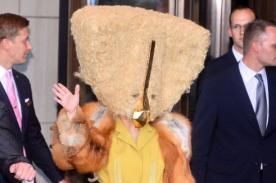 Lady Gaga luce estrafalario disfraz en Berlín