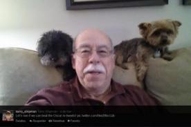 'Selfie' de un anciano y dos perritos busca superar al del Óscar