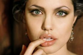 ¡Ups! Angelina Jolie sufrió descuido en alfombra roja - [Fotos]