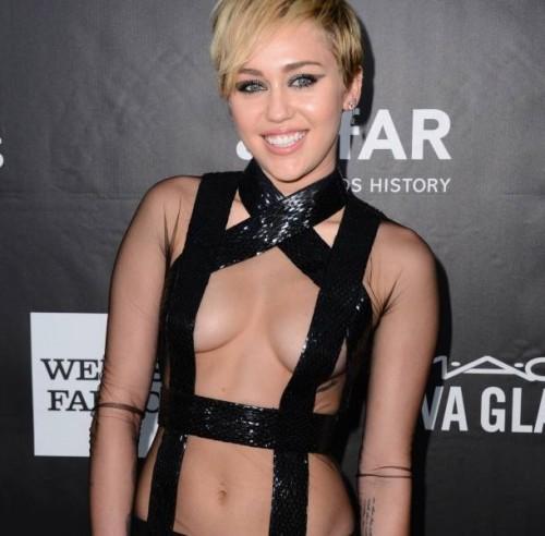 Miley Cyrus y Rihanna se lucen con poca ropa