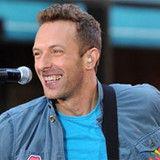 Chris Martin furioso por fanática que tocó una pandereta durante un concierto